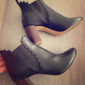 Classic Chloe Scalloped booties! 37.5